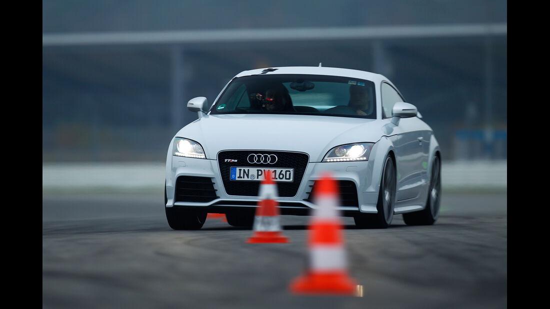 Audi TT RS, Slalom, Frontansicht
