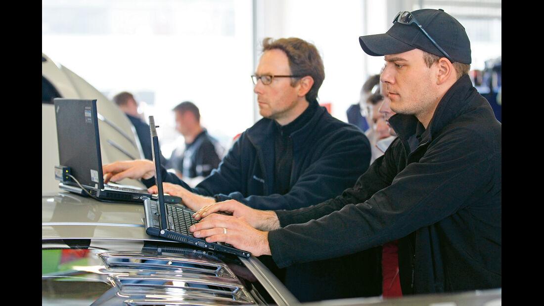 Audi TT RS, Team, Laptop