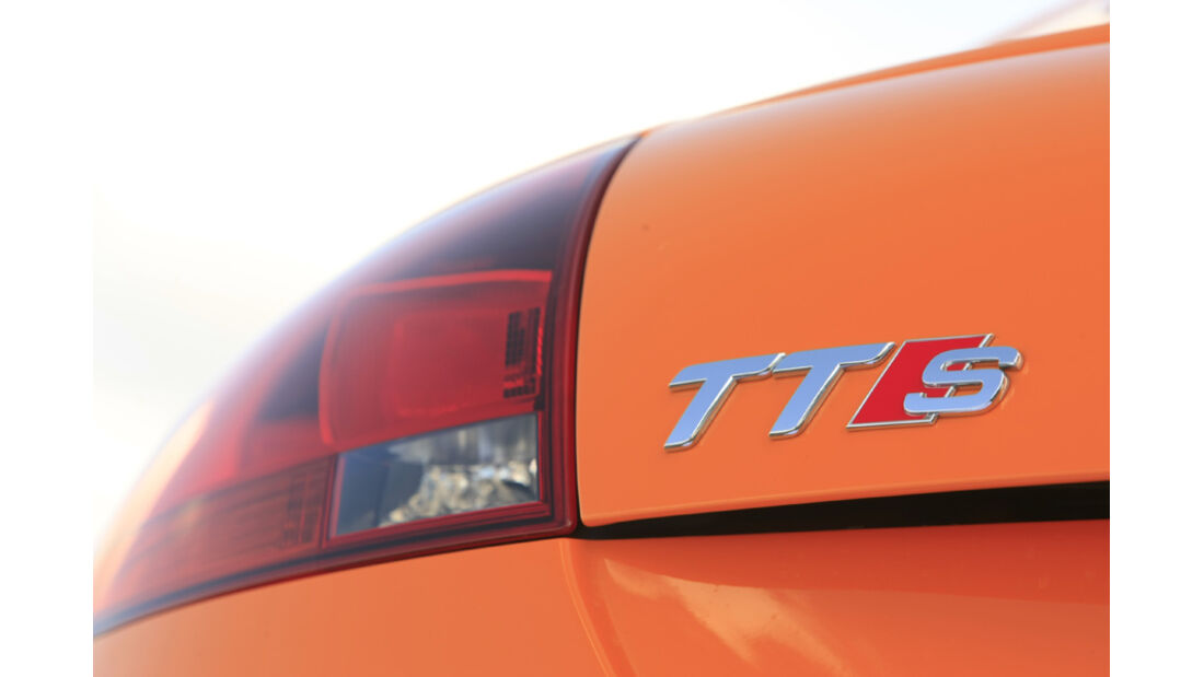 Audi TTS Coupé 2.0 TFSI, Schriftzug