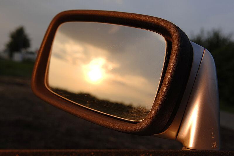 Außenspiegel des Porsche 944