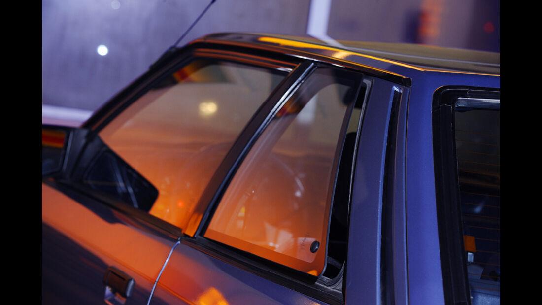 Ausstellbares Heckfenster und Seitenansicht vom Mazda 626 Coupé 2.0 GLX, Baujahr 1983