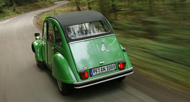 Austin Mini und Citroën 2 CV 6 Club