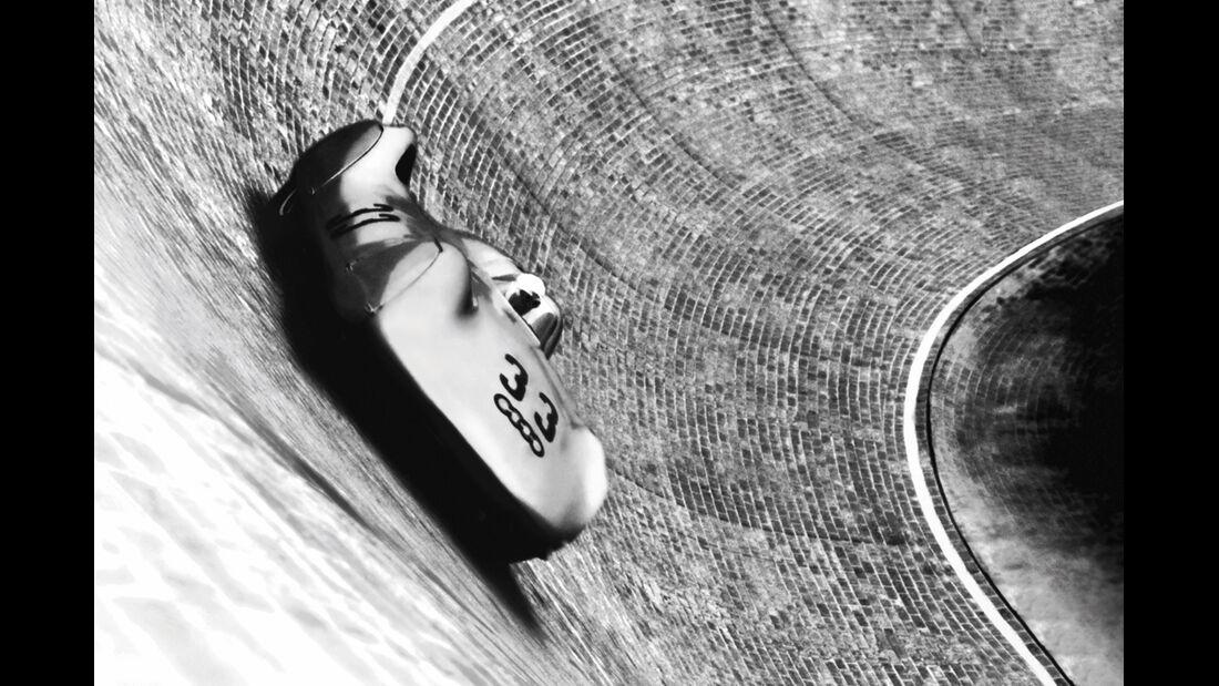 Auto Union Typ C mit Stromlinienkarosserie beim AVUS-Rennen 1937