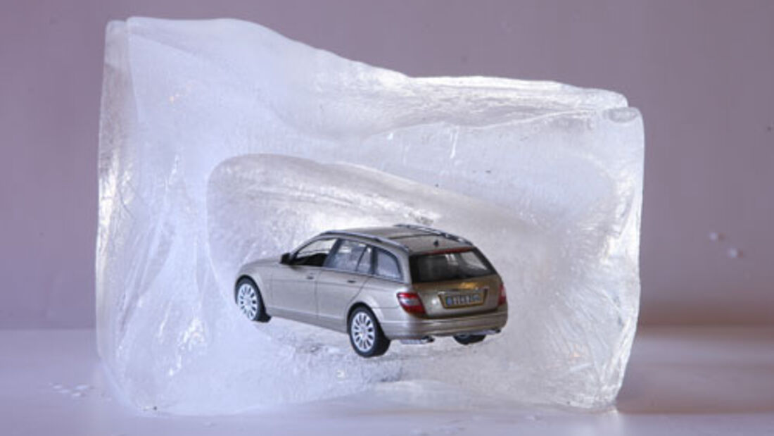 Auto im Eisblock