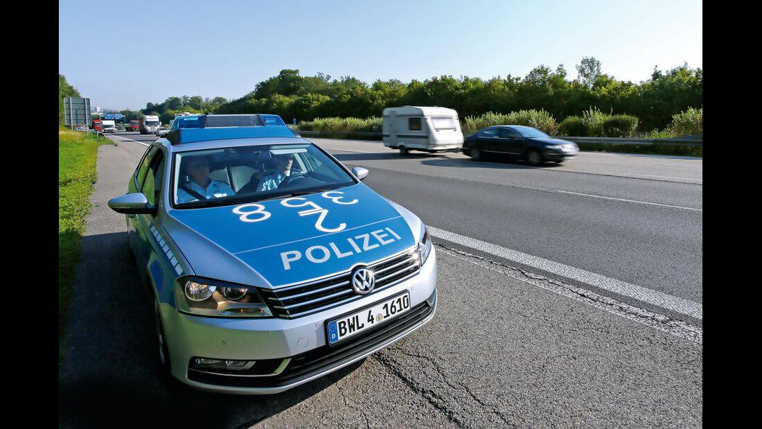 Autobahn, Polizei, Wohnwagen