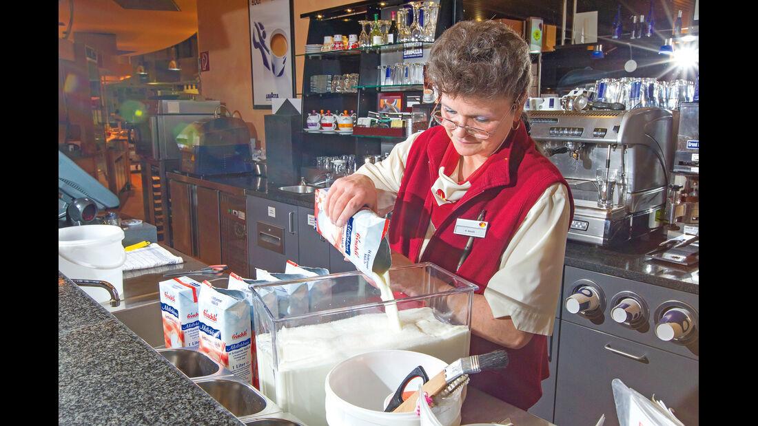 Autobahn-Raststätte, Frau Smuda, Restaurant