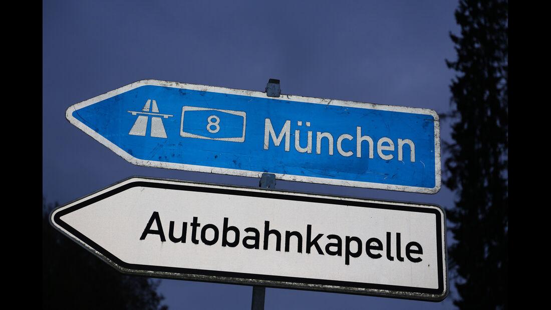 Autobahn-Reise, Autobahnkapelle, Schild