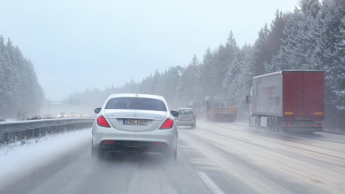 Autobahn-Reise, Mercedes S63 AMG, Heckansicht