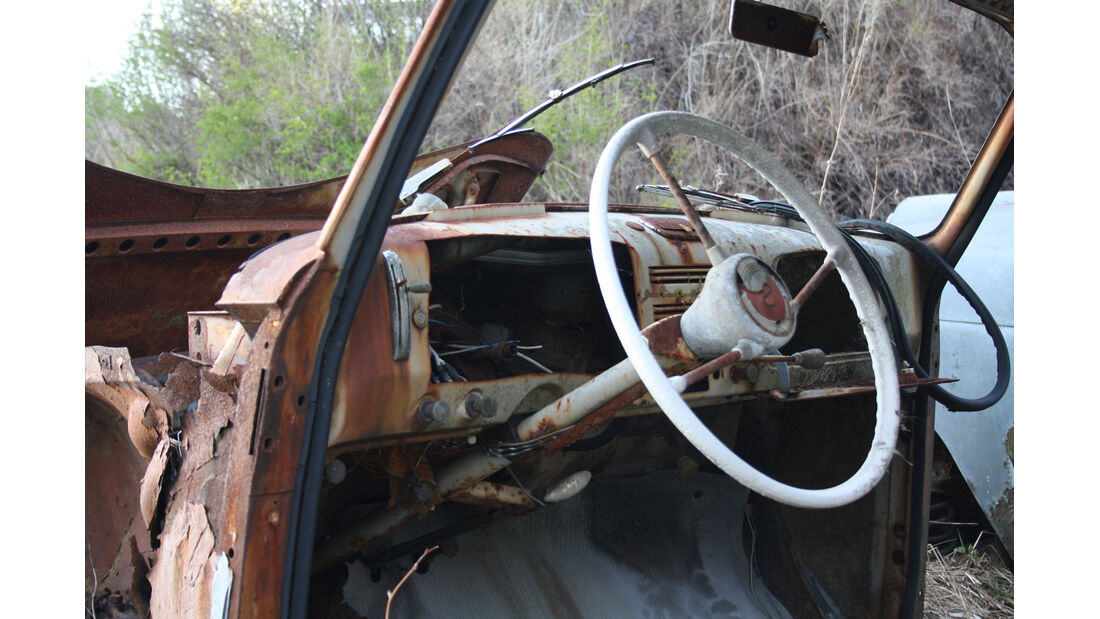 Autofriedhof Bästnäs, Cockpit