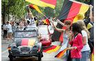 Autokorso zur Fußball-WM, Deutschlandflagge, Ente, 2CV