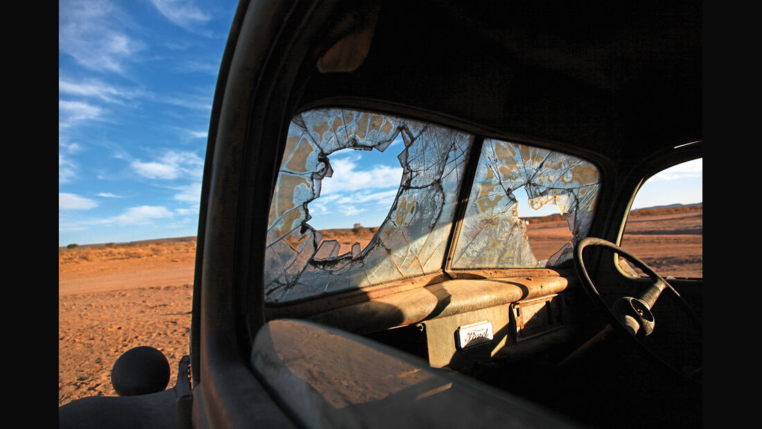 Autowracks in Namibia, Fensterscheibe, Impression