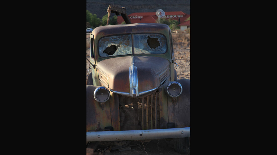 Autowracks in Namibia, Frontansicht