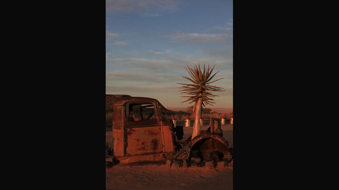 Autowracks in Namibia, Tankstelle, Roadhouse
