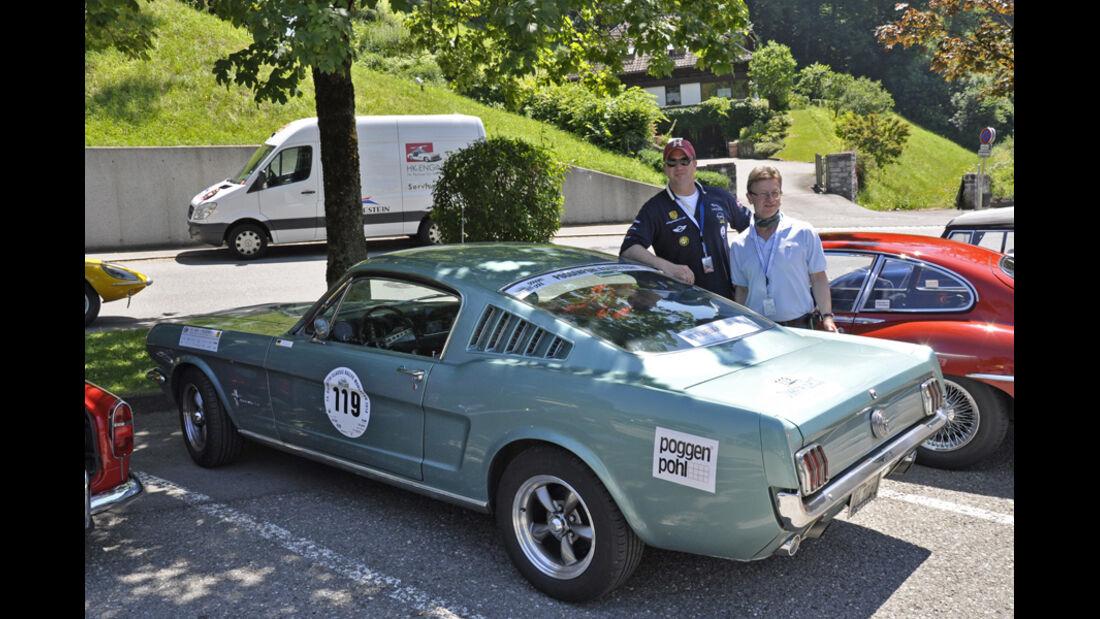 Axel Lies und Henning Kantner auf 1966er Ford Mustang Fastback