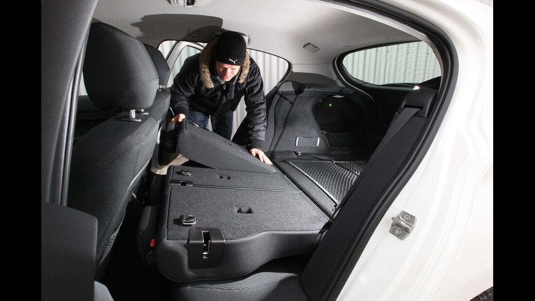 BMW 114i, Rücksitz, Umklappen