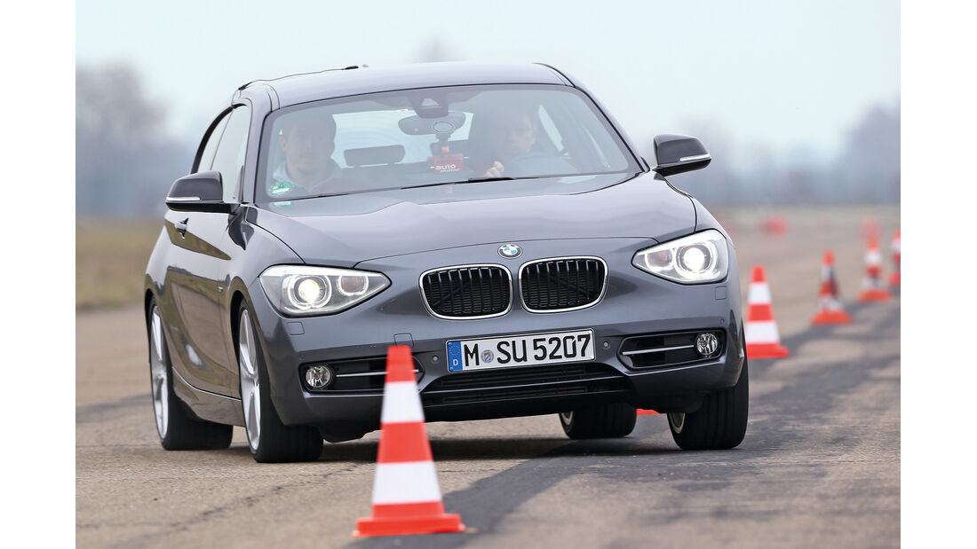 BMW 120d, Frontansicht, Slalom