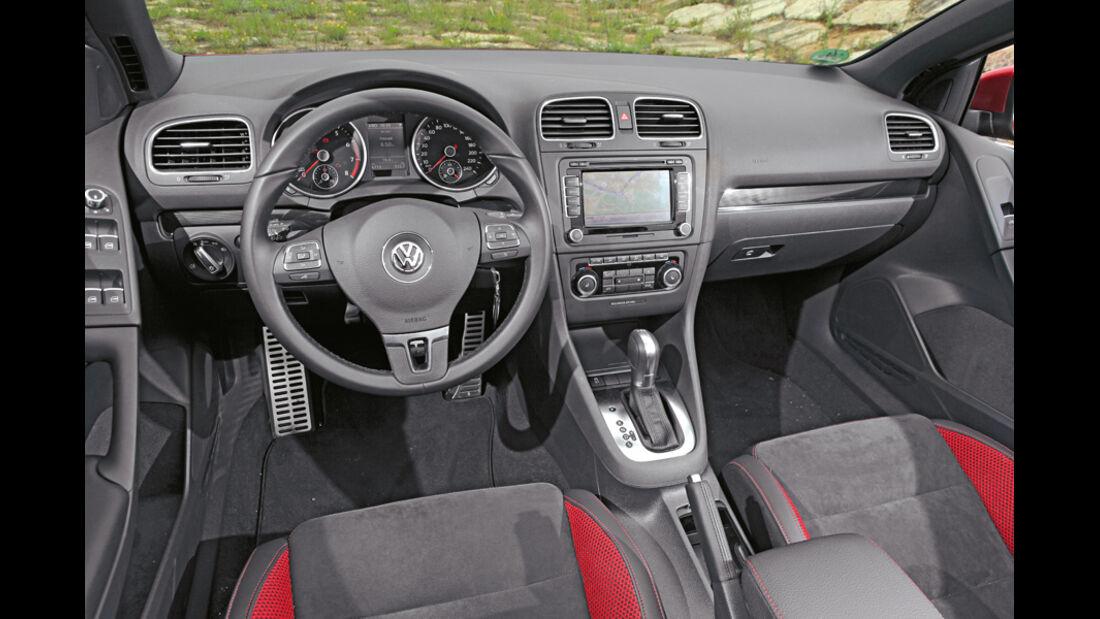 BMW 120i Cabrio, Cockpit, Lenkrad