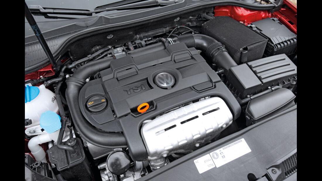 BMW 120i Cabrio, Motor, Motorraum