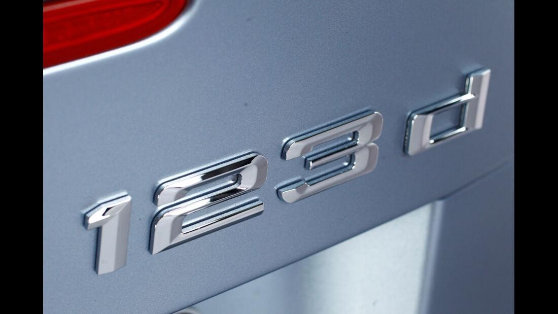 BMW 123d Cabriolet, Typenbezeichnung, Emblem