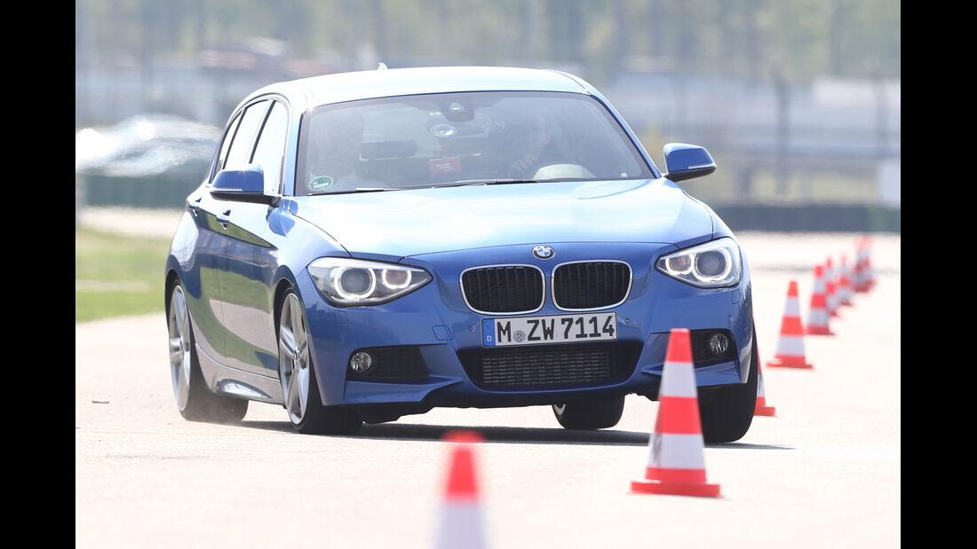 BMW 125i, Frontansicht, Slalom