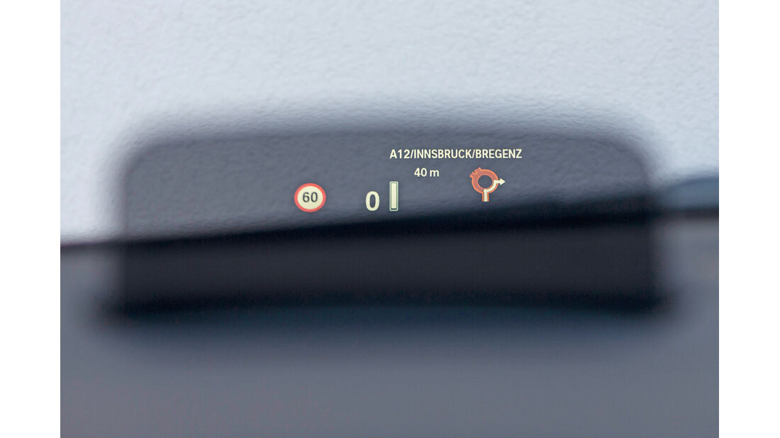 BMW 218d Active Tourer, Head-up-Display