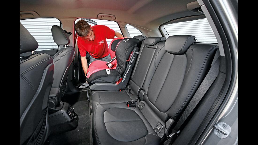 BMW 218i Active Tourer, Kindersitz