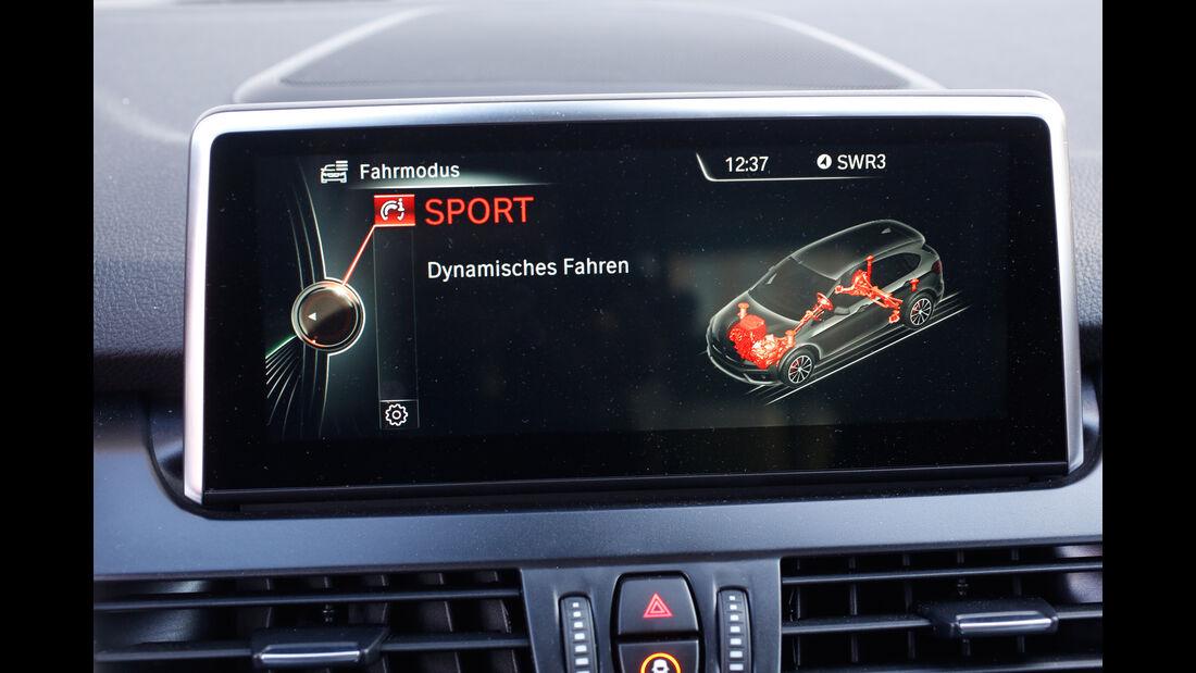 BMW 220i Active Tourer, Monitor, Infotainment