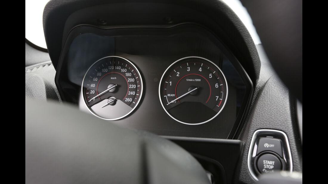 BMW 220i, Rundinstrumente