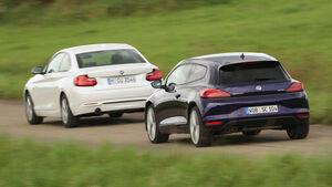 BMW 220i, VW Scirocco 2.0 TSI, Heckansicht