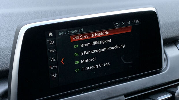 BMW 225xe Active Tourer Service-Anzeige