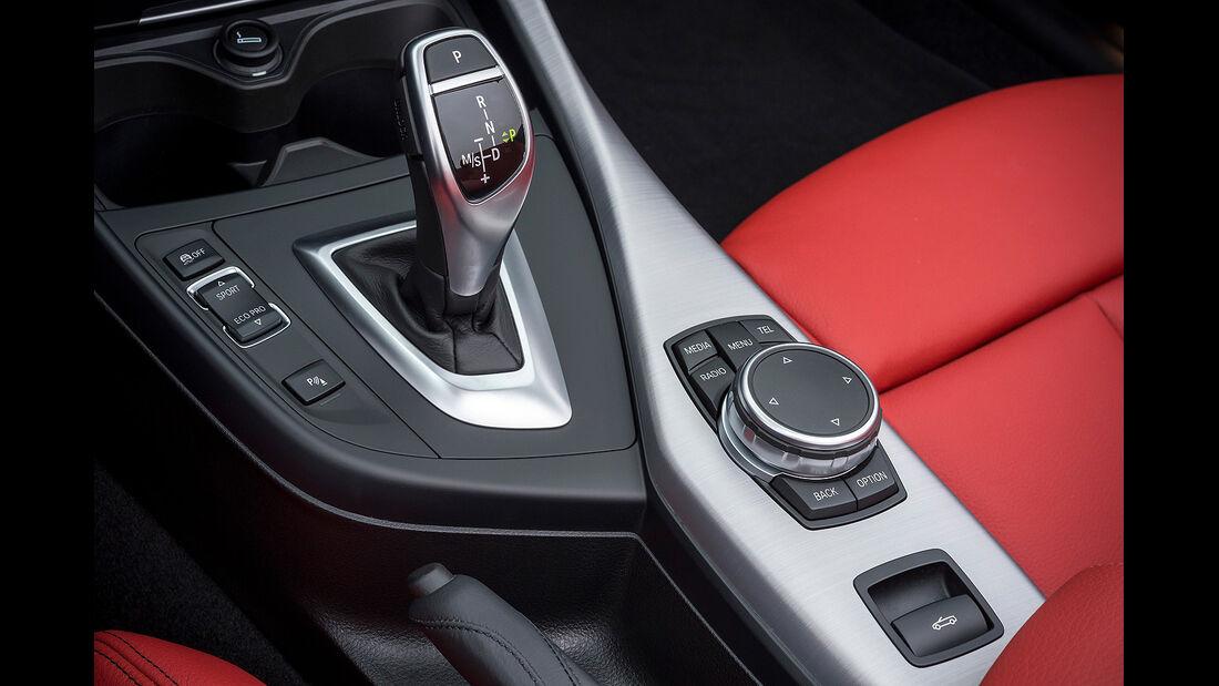 BMW 228i Cabrio, Innenraum, Moittelkonsole, Schalthebel