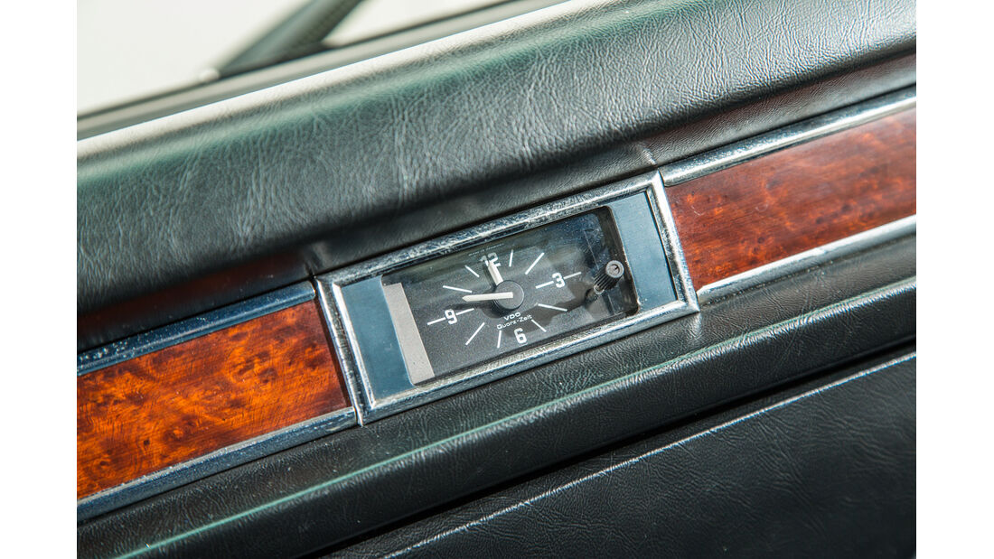 BMW 3.3 Li, Uhr