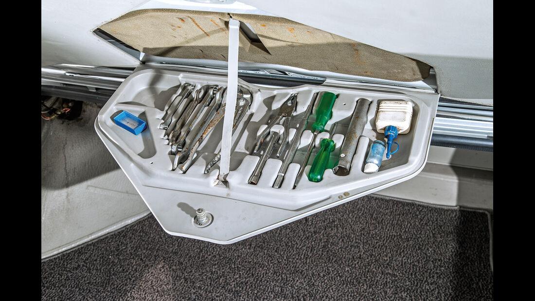 BMW 3.3 Li, Werkzeug