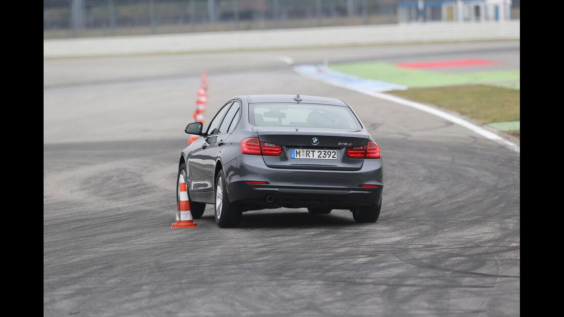 BMW 316d, Heckansicht, Slalom