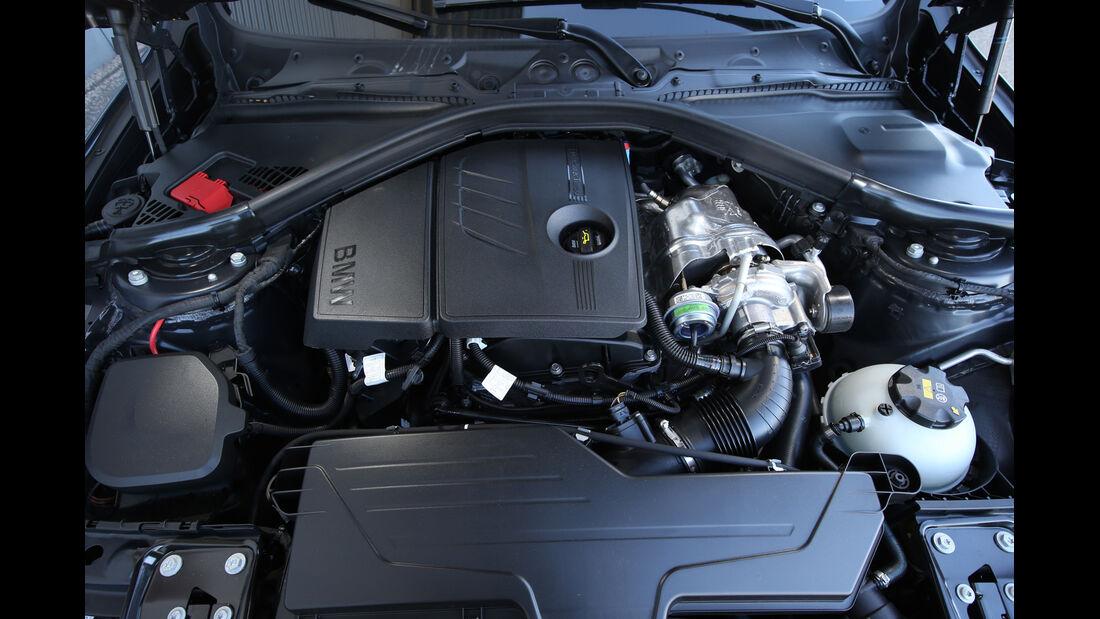 BMW 316i Touring, Motor