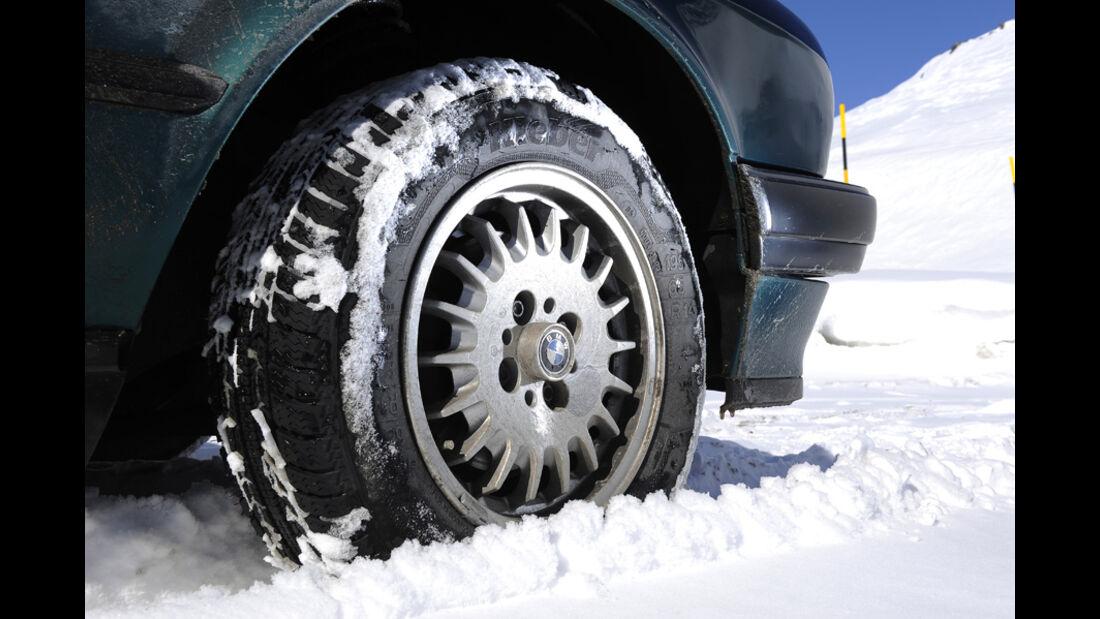 BMW 318i Cabriolet Rad im Schnee