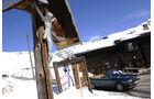 BMW 318i Cabriolet an einer Berghütte
