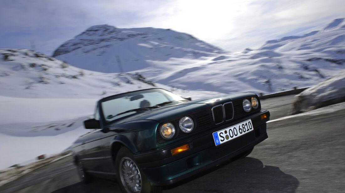 BMW 318i Cabriolet schräg von der Seite
