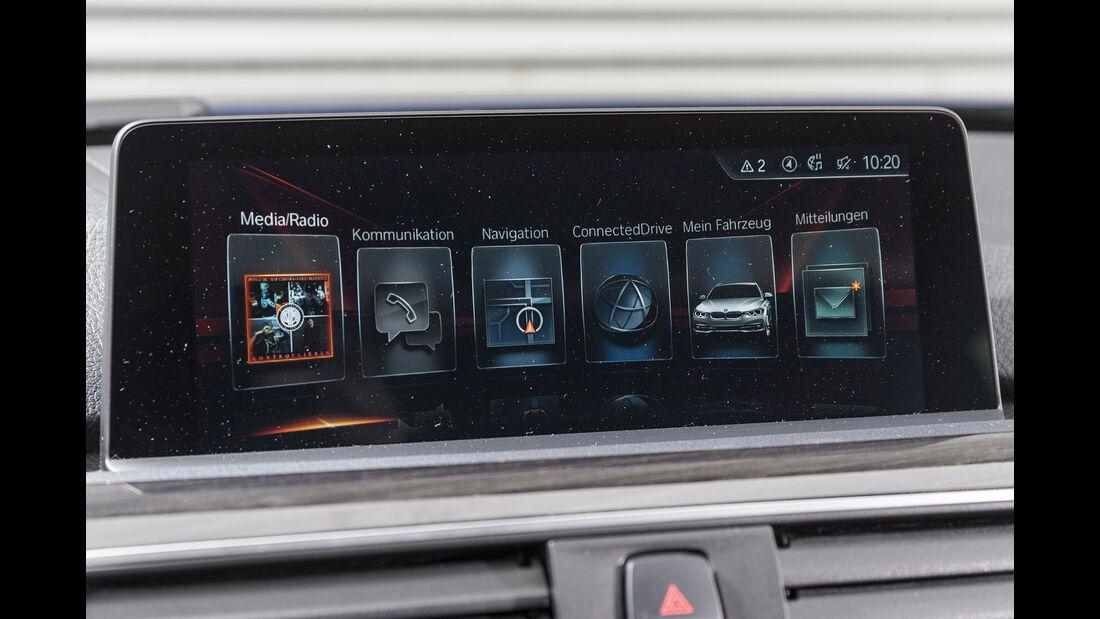 BMW 318i Touring Details