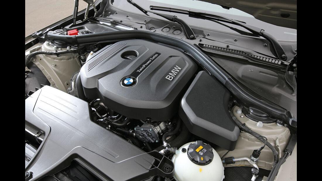 BMW 318i Touring, Motor