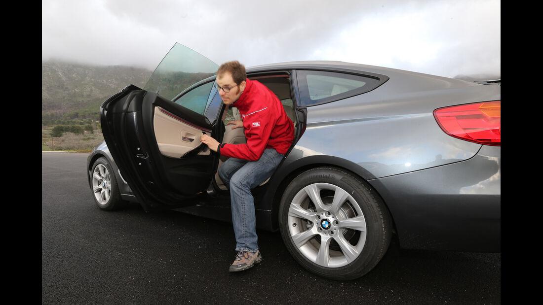 BMW 320d GT, Rücksitz, Aussteigen