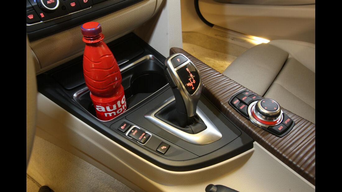 BMW 320d Modern Line, Schaltknauf, Getränkehalter
