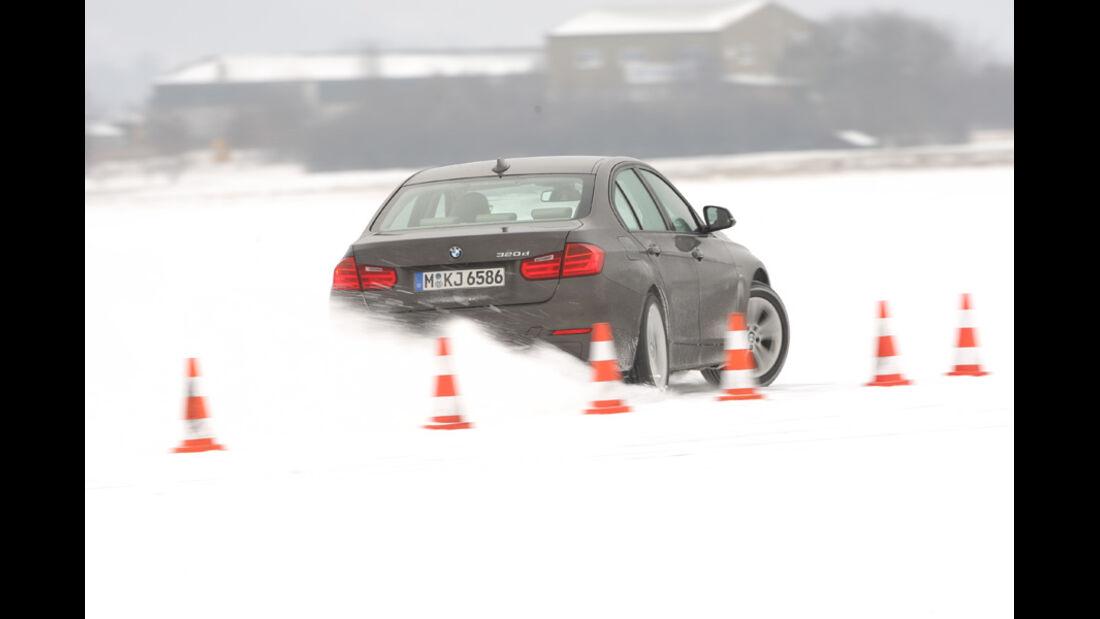 BMW 320d Modern Line, Slalom, Schnee