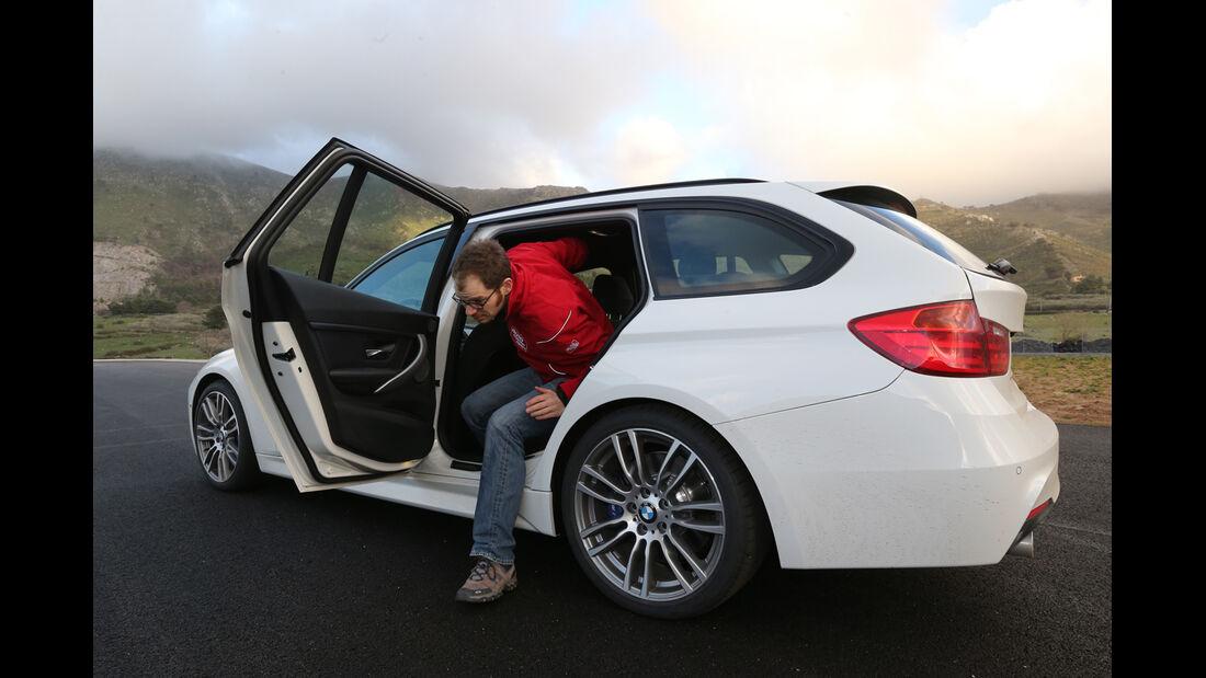 BMW 320d Touring, Rücksitz, Aussteigen