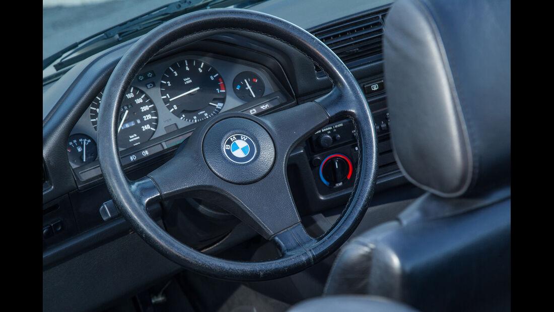 BMW 320i Cabrio, Cockpit, Lenkrad