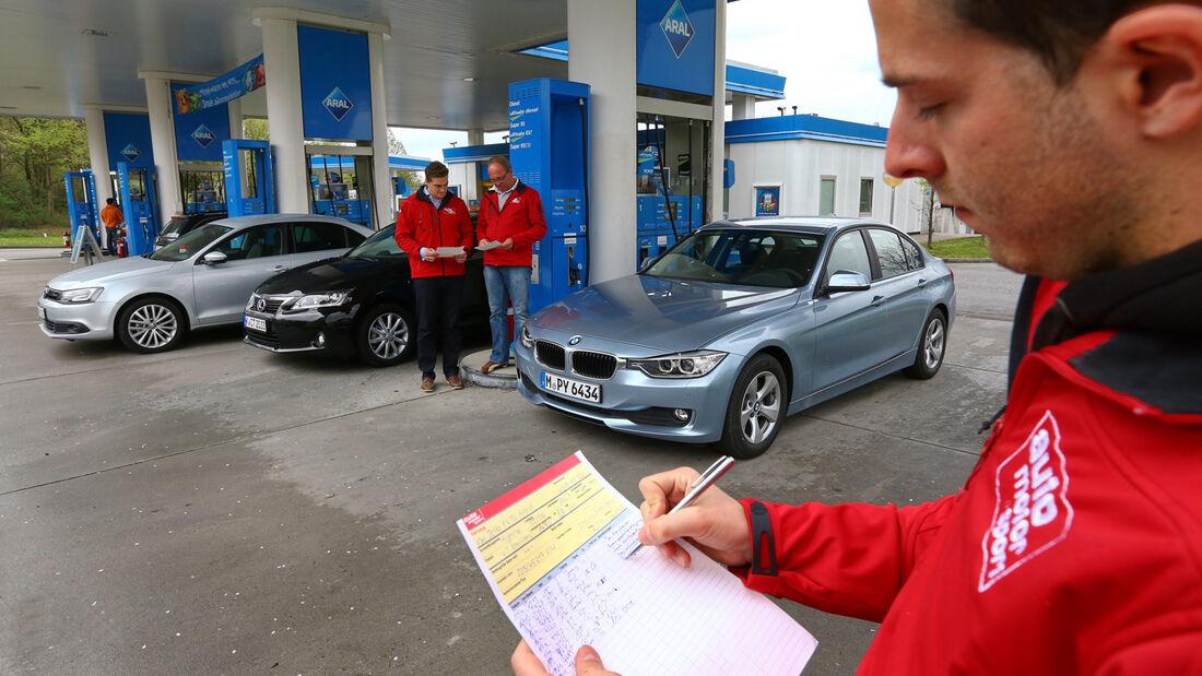 BMW 320i EDE, Lexus CT 200h, VW Jetta Hybrid, Tankstelle