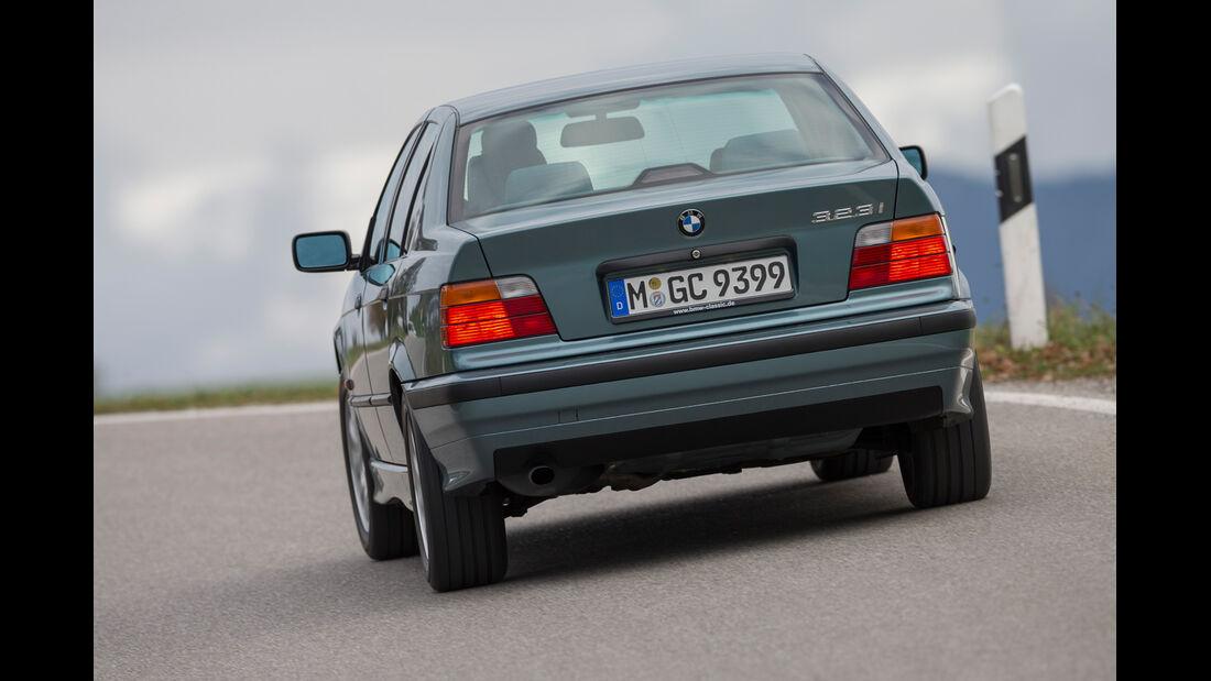 BMW 323i, Heckansicht