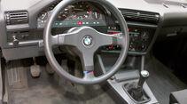 BMW 325e, Lenkrad, Cockpit