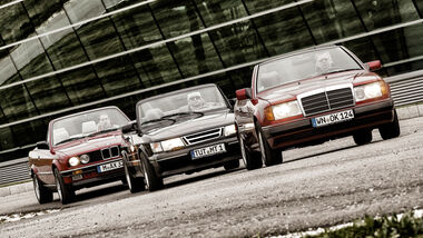 BMW 325i, Mercedes 300 CE-24, Saab 900, Frontansicht