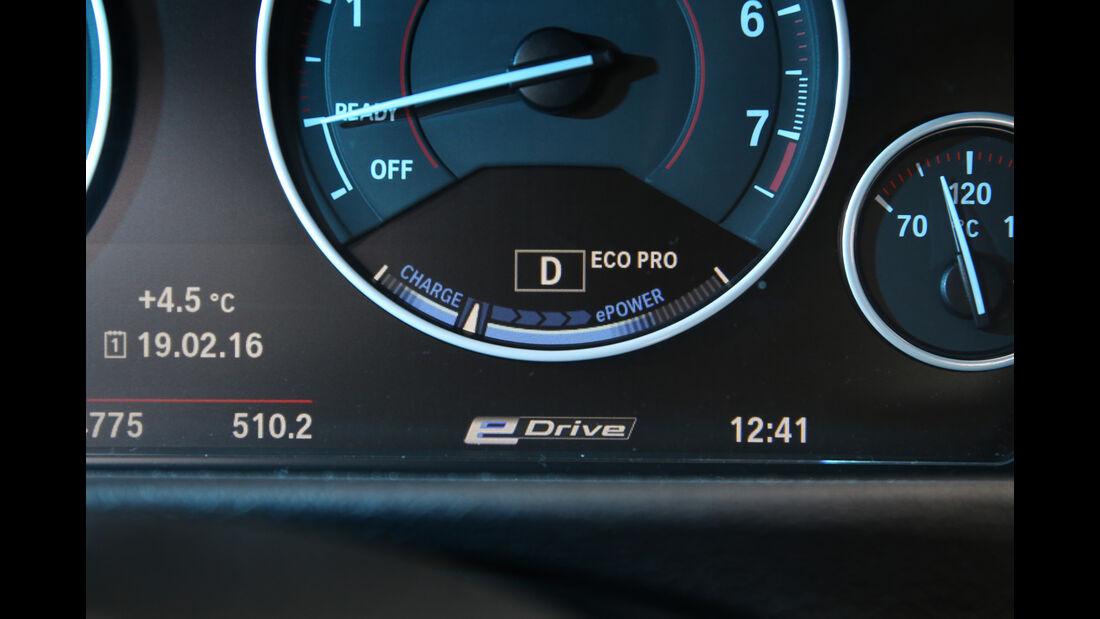 BMW 330e, Anzeigeinstrumente